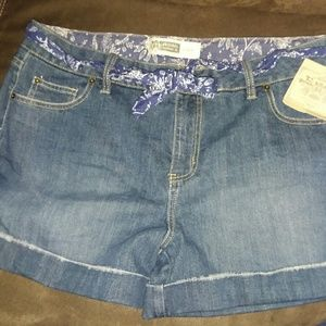 Pants - NWT Route 66 jean shorts size 15/16
